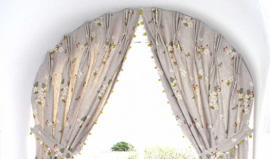 Curtains for arched windows in Fife